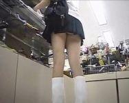 【パンチラ隠撮】ショッピング中の女子校生に密着!最近の女子校生は皆こんなに過激なパンツ履いてんのか…w