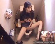 【オナニー隠撮】自宅トイレでオナニーしていた妹をスクープ撮!不覚にもチンチンおっきしたwwww【小便隠撮】