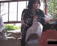 【パンチラ隠撮】街角パンチラ撮!完全に丸見えになっていた女の子の股間にズームイン!
