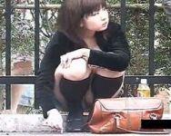 【パンチラ隠撮】街角パンチラ しゃがんだムチ脚から覗く純白パンツ
