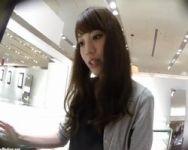 【パンチラ隠撮】テキパキと働くアクセサリー店スタッフの秘密の股ぐら