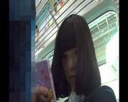 【パンチラ隠撮】ターゲットは黒髪ボブの可愛い女子校生!延々と跡をつけた撮影者がカメラに収めた㊙パンチラ映像