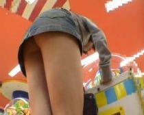 【パンチラ隠撮】ゲス男のささやかなリベンジ!別れた腹癒せに元カノのパンチラ映像公開www