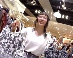 【パンチラ隠撮】パッツンが可愛らしいショップ店員さんのこんもり膨らむ純白パンツ