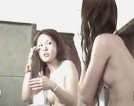 【風呂盗撮】ギャルの入浴 完全すっぴんでムダ毛処理