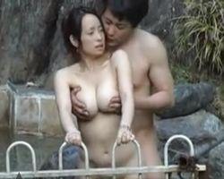 【SEX盗撮】露天風呂でがっつりハメハメしてるカップルがいるんだがwww【風呂盗撮】