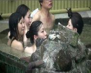 【風呂盗撮】露天風呂を隠し撮り!女子トークとお湯を楽しむ仲良し4人組