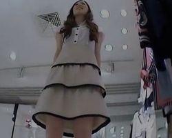 【パンチラ盗撮】美人なショップ店員さんのえげつない食い込みパンツ