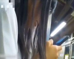 【痴漢隠撮】指が下着の中にまで…!満員電車の混乱に乗じて女子校生の身体をまさぐる悪質痴漢!