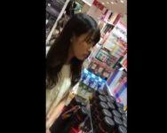【パンチラ盗撮】これは上玉www某100円ショップで出会った黒髪美女を尾行隠し撮り!