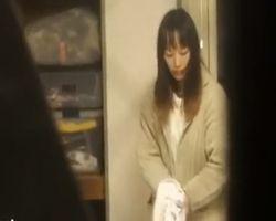 【オナニー盗撮】生々しい生活風景 1人暮らし女性のプライベートを覗き見る
