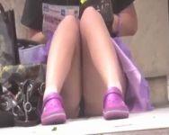 催し物会場はお宝パンチラの宝庫!地べたに座り込んでいる女の子のパンツを端からGET!