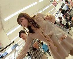 【パンチラ隠撮】スーパーで買い物中の美女を追跡!店内での隠し撮りに成功!
