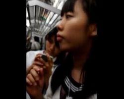 【痴漢隠撮】モロ出しチンポを女性にスリスリ… ゲス痴漢の一部始終を自ら録画していた撮影者