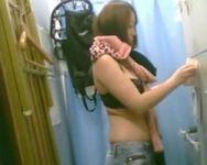 【脱衣盗撮】勤務先のバックルームに隠しカメラを設置!同僚の女の子の着替えの様子を盗撮!