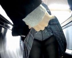 【痴漢盗撮】臨場感ゴイスー!駅で見かけた女性をこっそりスカートめくり&パンチラ隠し撮り!