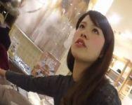【パンチラ盗撮】逆さHERO アパレルショップスタッフの食い込み白パンツ