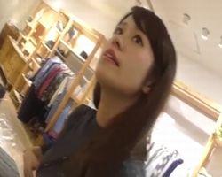 美人ショップ店員のパンチラ隠し撮り