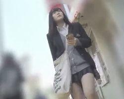 生々しい女子校生のパンチラ盗撮