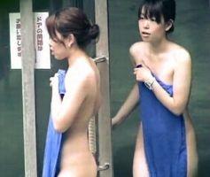 【風呂盗撮】咲乱美女温泉流出!露天風呂を楽しむ仲良し二人組