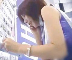 【パンチラ盗撮】ショップ店員パンチラ隠し撮り!某携帯ショップのお姉さん