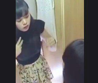 杉咲花似のお嬢さんの脱衣盗撮