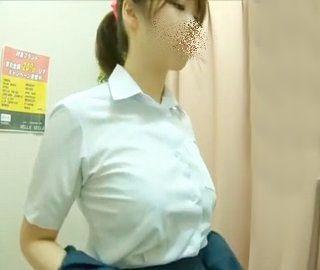 巨乳女子校生の脱衣盗撮