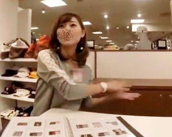 ショップ店員パンチラ盗撮