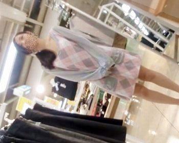 ショップ店員パンチラ