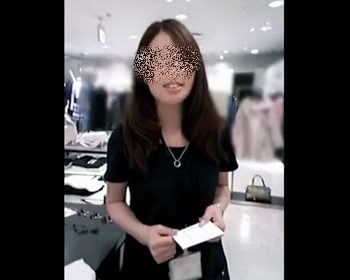 Mr.研修生のショップ店員パンチラ盗撮