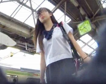 kakuregaさんの女子校生パンチラ盗撮