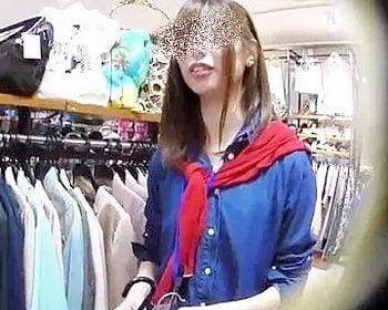 逆さHEROさんのショップ店員パンチラ盗撮
